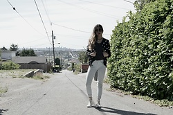 Maria P - Stradivarius Black Round Sunglasses, Aliexpress Moon Choker, Aliexpress Black Star Print Bomber Jacket, Goldie London Black Tank Top, Mango Pale Blue Skinny Jeans, Converse White High Tops - All My Stars Aligned