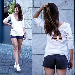 Jacky - Sabo Skirt Sweater, Levi's® Shorts, Adidas Sneakers - Grey Levi's Shorts