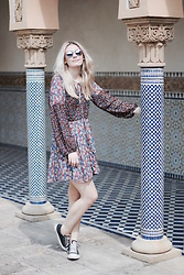 Marie J. - Mango Dress, Converse Shoes, Ray Ban Sunglasses - Patterns all over