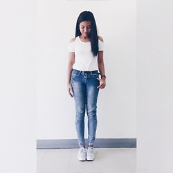 Ana Esguerra - Keds 1989 Taylor Swift Seagull, Levi's® Blue Denim, White Off Shoulder - Dont look down.