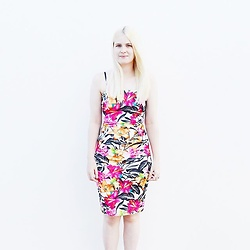 Lucy Mitchell - Quiz Floral Dress - Tropical Vibes