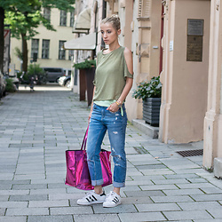 Eea Ikeda - Adidas Superstar, Guess Pink Bag, Zara Jeans, H&M Top, Nixon Watch - Go Casual!