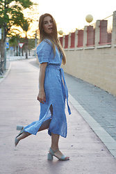 Lara Siles - Zara Dress - SUMMER BLUES