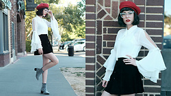 Amy Roiland - Jolly Chic Top, Boots - Freckles, berets and eyewear //