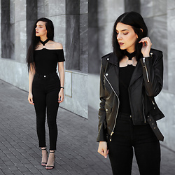 CLAUDIA Holynights - Chic Wish O Ring Choker Detail Top, Leather Skin Brando Jacket - O-ring