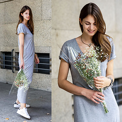 Jacky - Object Maxi Dress, Adidas Sneakers - Grey Maxi Dress and White Sneakers
