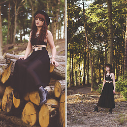 Wioletta M - Resegal Skirt, Sammydress Black Top - Black Lady In The Forest