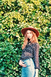 Elina I - Free People Wide Brimmed Felt Hat, Vintage Starry Pussy Bow Blouse, Vintage '90s Mom Jeans - Bluejeans and moonbeams