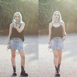 Cátia Gonçalves - Zaful Denim Skirt, Primark Top, Dr. Martens Boots - She isn't real, I can't make her real