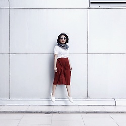 Aurelia Olivia - This Is April Maroon Skirt, White Loose Tshirt, Forever 21 Sunglasess, Leopard Scarves, White Sneakers - Going Up