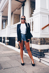 Joanne Christina Lewis - Ray Ban Sunglasses, Missguided Blazer, Chanel Boy Bag, Public Desire Glove Shoe, Levis Denim Shorts - STYLING THE AUTUMNAL GLOVE SHOE