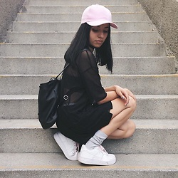 Elizabeth Bañuelos - Cap, Nike Air Force, Kenneth Cole Backpack, Zara Blouse - City.