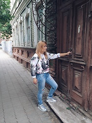 Alexandra Belova - Zara Sweatshirt, Nike Sneakers - Jeans and sneakers