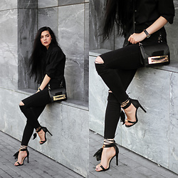 CLAUDIA Holynights - Modatoi Shoes, Daniel Wellington Watch - Black and gold
