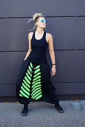 Chia Charms - Ain't No Snail Harempants - Neon Black