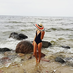 Jessica N. - Lidl Swimmsuit, C&A Hat - Vitamin Sea