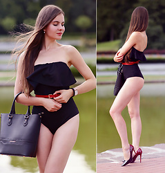 Ariadna M. - Black Swimsuit - Pin-up girl