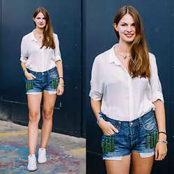 Jacky - Sabo Skirt Shirt, Levi's® Shorts, Adidas Sneakers -  Denim Shorts and White Shirt