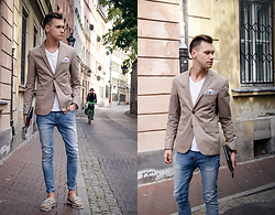 Luke Kuleta - H&M Beige Jacket, Sperry Topsider Boat Shoes - Smart casual
