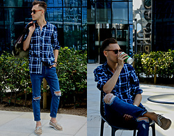Luke Kuleta - Sperry Topsider Boat Shoes - Checked shirt