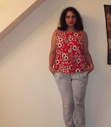 Selina - Uniqlo Floral Trousers, Selfmade Floral Top - Listening to fragile French songs is not my thing