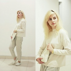 Anastasia Zaprometova - H&M Sweater, Stradivarius Pants, Stradivarius Slip On, Reserved Jewelry - Pajama style for every day