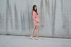 Sofie Rome - Pieces Pink Shorts, Shoeshibar Nude Sneakers - Pink on pink