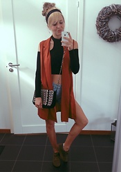 Hanna Renevi - Accessorize Bag, Levis 501, Rebecca Stella Choker Crop Top, Alscott Vest, Alscott Suede Sneakers - Fresh pair of shoes
