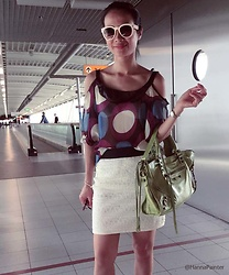 Hanna From HOLLAND - Silvia Milano Green Bag - Green bag at the airport