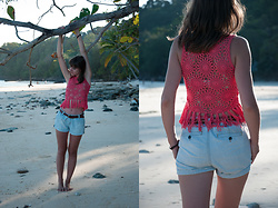 Tiger in the Flowers - Asos Top, Reserved Belt, Mango Shorts - Paradise beach