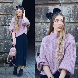 Triinu Ollema - Lindex Sweater, Lindex Pleated Skirt, Nsking Packbag, Lindex Bow - SWEET