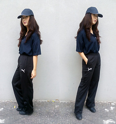 Mon M - Puma Sport Pants, Thrifted Oversized T Shirt, Platform Sneakers - Puma slouch