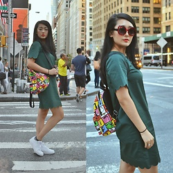 Smexy Shadow - Cos Scallop Edge Green Dress, Asos Pop Art Canvas Backpack, Sunglassspot Red Flower W/ Black Polka Dot Sunglasses, Nike White Sneakers - New York FAshion Week look 2