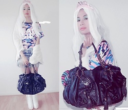 Hanna From HOLLAND - Hello Kitty Bag, Bag Girl Shirt, C&A Shirt - White hair baby