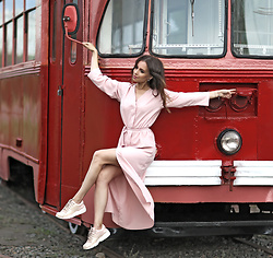 Perventina Ols - Ushatava Dress, Puma Sneakers - Red and pink