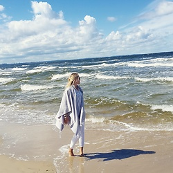 Jessica N. - Opus Poncho, Review Shirt - Seaside Lover