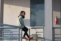 Tessa be - Pull & Bear Sweater, Dr. Martens Shoes - Friday outfit