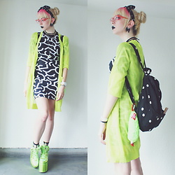 Candy Thorne - Monki Bodycon Dress, Monki Neon Cardigan, Monki Polkadot Backpack, Mori Chack Gloomy Bear Claw, Yru Alien Platforms - もんだいガール