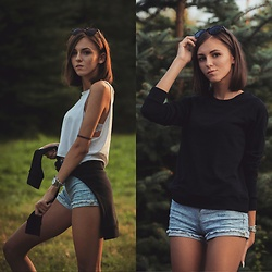 Emma Pavel - H&M Black Basic - Camping look