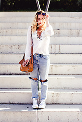 Viviane Lenders - Romwe White Lace Up Blouse, H&M Ripped Jeans, Mango Studded Bag, Mango Eyewear, Converse Sneakers - Salty hair, sandy feet, ripped jeans