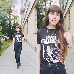 Valéria Przysbeczyski - Converse All Star, Quill's Jeans High Waist, Highlight Sounds T Shirt - Bad Religion - Kraków