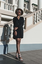 Aicha R. - L'academie The Military Dress, Lack Of Color The Spencer Fedora - You Know You Should