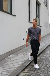 Richy Koll - Hugo Boss T Shirt, Hugo Boss Pants, Hugo Boss Sneakers - HUGO BOSS REVERSED