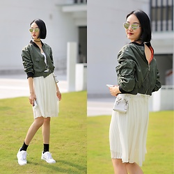 MOORE HO - Zara Jacket, Coach Bag, Nike Sneakers - Look back