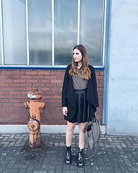 Andrea Funk / andysparkles.de - Vero Moda Jacket, Dr. Martens Boots - The Leather Skirt