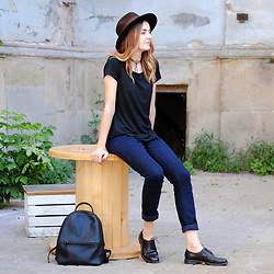 Ryfka (Szafa Sztywniary) - Bytom Fedora Hat, Lidl T Shirt, Lidl Jeans, Vagabond Derby Shoes, Ecco Backpack - Back to basics