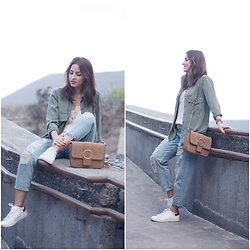 Carolina González Toledo - Stradivarius Shirt, Zara Bag, Suiteblanco Mom Jeans, H&M Top, Lefties Sneakers - Top lencero + mom jeans