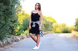 Dark Drawer Aleksandra Radlak -  - Casual, but dress