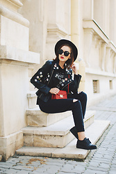 Andreea Birsan - Black Fedora Hat, Cat Eye Sunglasses, Embroidered Leather Jacket, Red Crossbody Bag, Printed T Shirt, Black Mom Jeans, Glitter Shoes - How to wear an all black outfit this fall