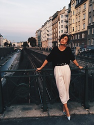 Agnija Grigule - H&M Shoes, Lindex Black Sweatshirt - Le Parisien